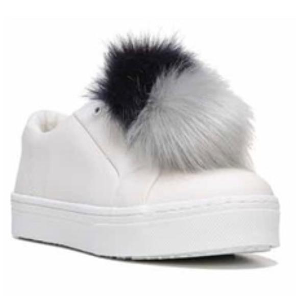 b62c3c01f1ed39 Sam Edelman Leya Pompom Laceless slide on Sneaker